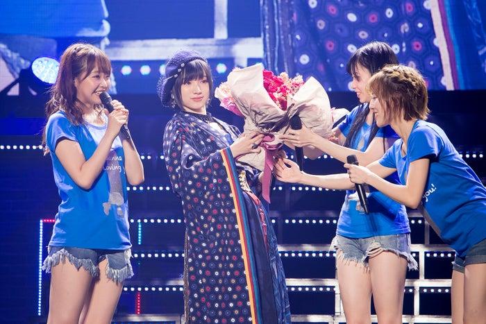花束を受け取る太田夢莉(C)NMB48