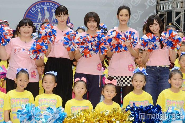 (左から)富田望生、中条あやみ、広瀬すず、山崎紘菜、福原遥(C)モデルプレス