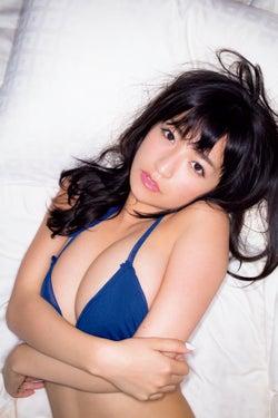 """脱いだらスゴイ""""今ドキの巨乳系女子大生""""☆HOSHINO、豊満バスト×妖艶眼差しで魅了"""