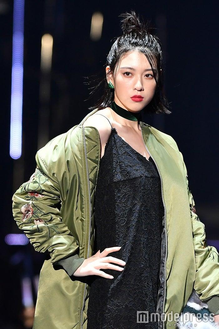 「第23回 東京ガールズコレクション2016 AUTUMN/WINTER」に出演した三吉彩花(C)モデルプレス