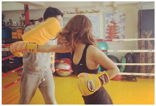 ダレノガレ明美、激しいボクシング姿も美しい 本格トレーニングを公開/Twitterより