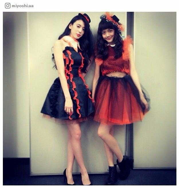 (左から)三吉彩花、松井愛莉/三吉彩花Instagramより