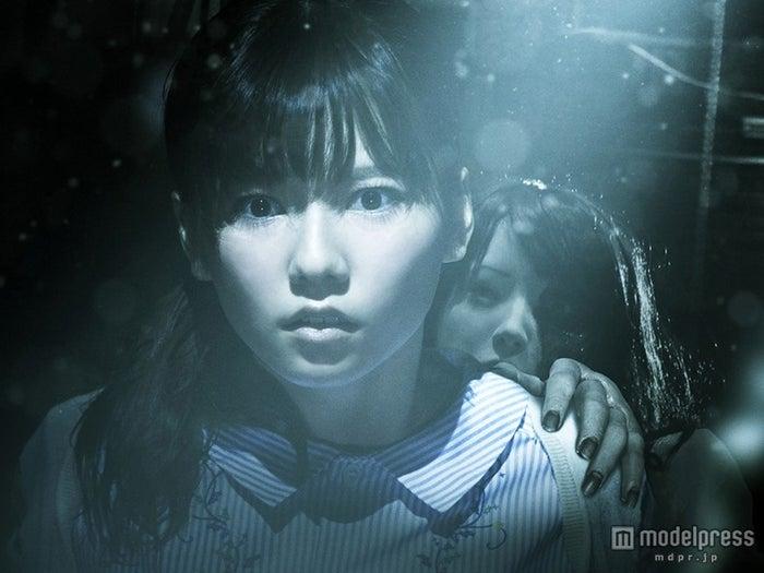 島崎遥香/劇中カット(C)2015『劇場霊』製作委員会