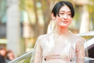 コムアイ「服を着てるのか分からない」唯一無二の存在感発揮<VOGUE JAPAN WOMEN OF THE YEAR 2017>