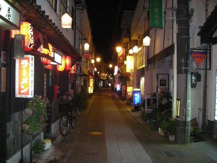 三朝温泉の昭和レトロな街並み (提供写真)