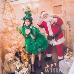 モデルプレス - 欅坂46小林由依がクリスマスツリーに 本物のサンタと初対面