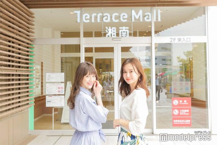 新部宏美さん(左)、川本彩さん(右)(C)モデルプレス