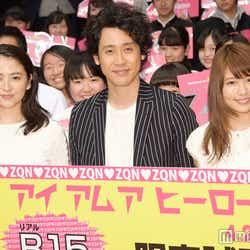 映画「アイアムアヒーロー」の試写会イベントに登壇した(左から)長澤まさみ、大泉洋、有村架純(C)モデルプレス