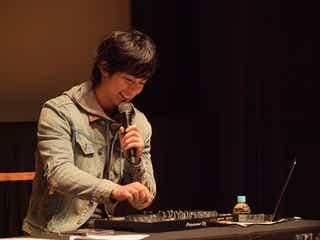 """DEAN FUJIOKAの""""遊び""""にファン歓喜 「スタート地点」ゆかりの地への思いとは?コラボしてみたいアーティストは?<イベントレポ>"""