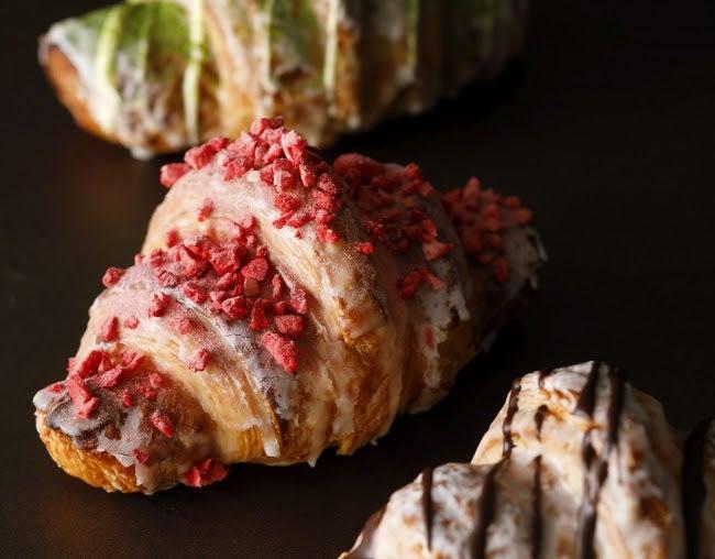 『あまおうクロワッサン』『チョコレートアーモンドクロワッサン』『抹茶クロワッサン』/画像提供:ニュー・オータニ
