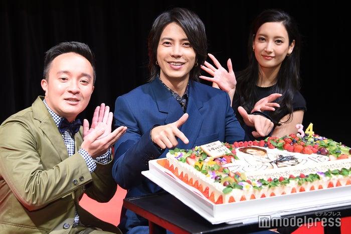 山下智久の誕生日を祝福(左から)濱田岳、山下智久、菜々緒(C)モデルプレス