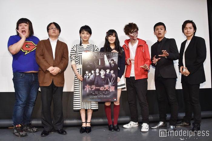 (左から)ガリガリガリクソン、長江俊和監督、葵わかな、矢倉楓子、シークエンスはやとも子、しいはしジャスタウェイ、おもしろ佐藤 (C)モデルプレス