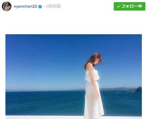 小嶋陽菜、海辺に佇む姿に「女神」と絶賛の声