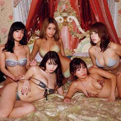 リップガールズ/撮影:LUCKMAN「リップガールズ G乳乱舞 SPECIAL EDITION」(講談社)より