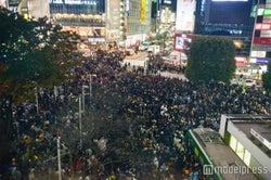 <ハロウィン当日>渋谷、超パニック 厳戒態勢でもお祭り騒ぎ