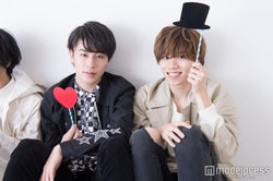 (左から)富田健太郎、太田将熙(C)モデルプレス