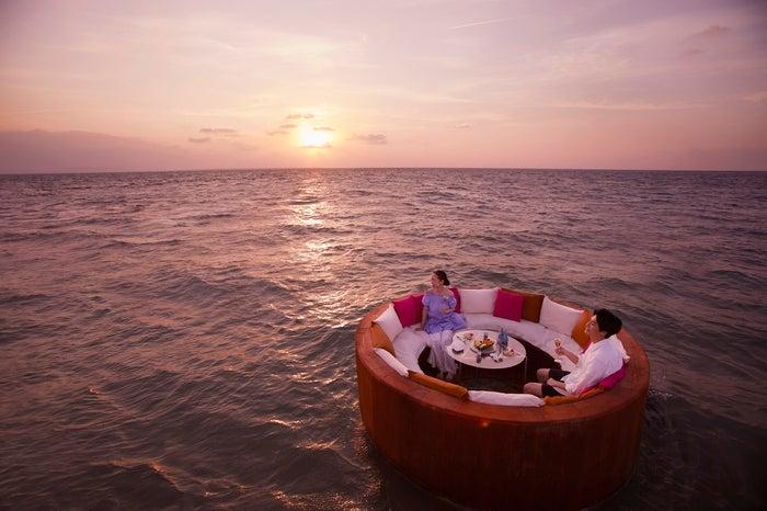 朝焼け海上ラウンジ/画像提供:星野リゾート