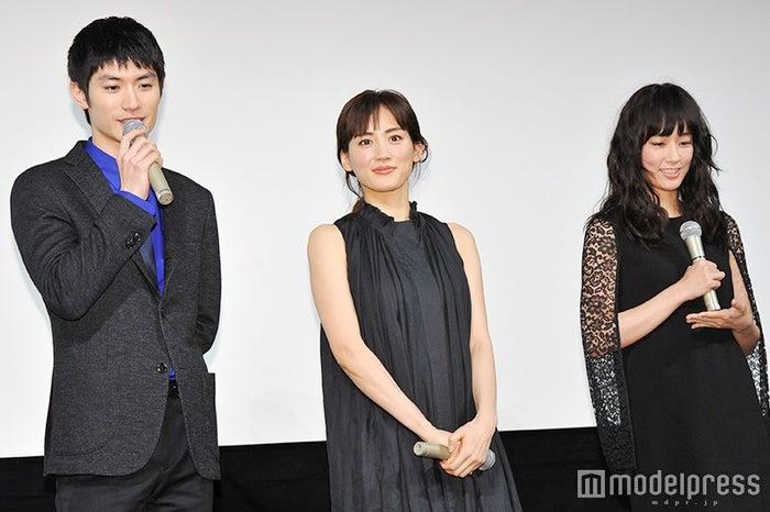 三浦春馬、綾瀬はるか、水川あさみ/ドラマ「わたしを離さないで」舞台あいさつより(C)モデルプレス