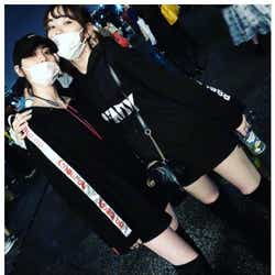 """モデルプレス - 三吉彩花&江野沢愛美""""みよまな""""の双子ルックにファン歓喜「永久不滅コンビ」"""