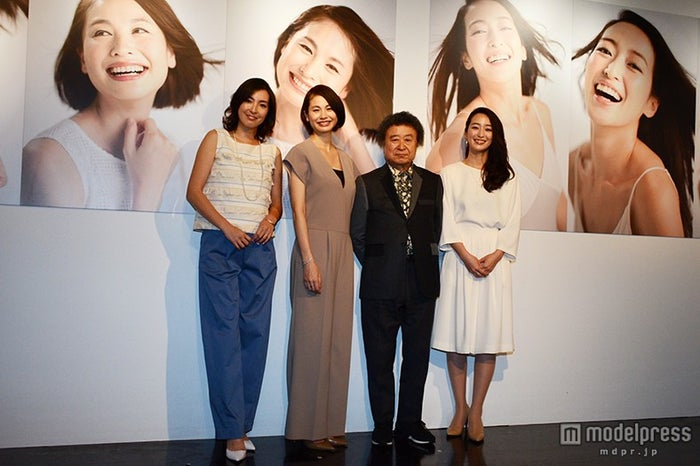 (左から)蒲生麻由、二ノ宮和佳子、篠山紀信氏、上野なつひ