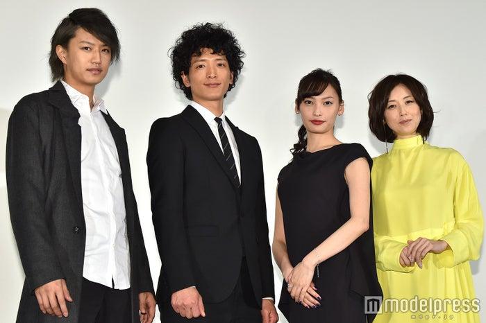 (左から)井上正大、渡部豪太、大政絢、高岡早紀(C)モデルプレス