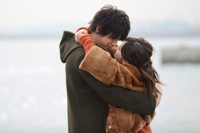 熱い抱擁を交わす倉科カナ&三浦翔平(画像提供:テレビ朝日)