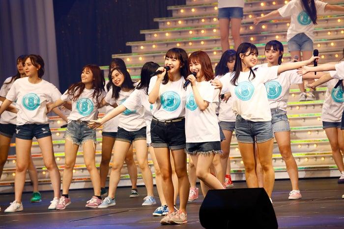 HKT48 8周年前夜祭コンサートの様子(C)AKS