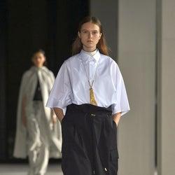 「ザ・リラクス」20年春夏コレクション シャツとボトムの軽やかなバランス