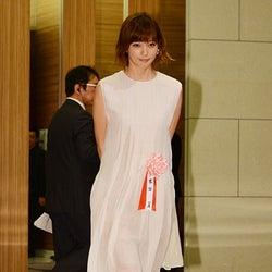 本田翼、華やかドレスで美脚披露「貴重な体験」