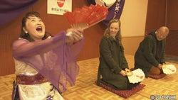 『いだてん』にも出演のシャーロット・ケイト・フォックスが「お笑い講世界選手権大会」に緊急参加!