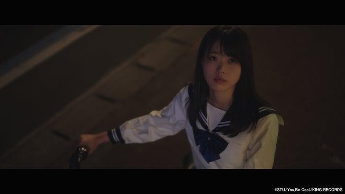 STU48「暗闇」MVより(C)STU/You,Be Cool!/KING RECORDS