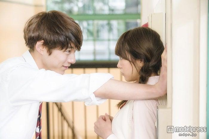 (左から)坂口健太郎、桐谷美玲(C)2015 映画「ヒロイン失格」製作委員会