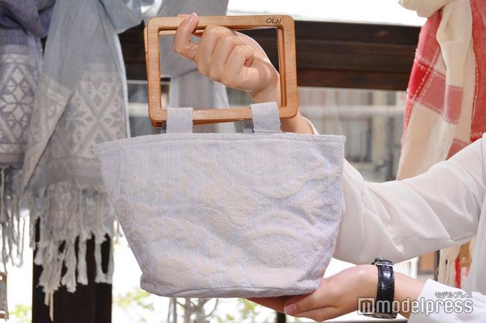 和装にも普段着にもOKなハンドバッグ(C)モデルプレス