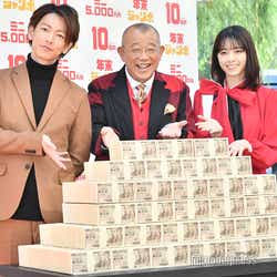佐藤健、笑福亭鶴瓶、西野七瀬 (C)モデルプレス