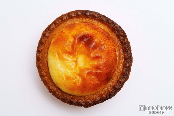 バンコクの「焼きたてチーズタルト」は80バーツ/1ピース、450バーツ/6ピース/画像提供:BAKE