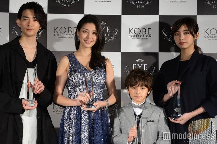 (左から)竜星涼、橋本マナミ、ケインデニス、池田エライザ(C)モデルプレス
