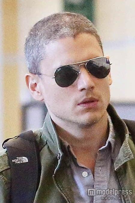 空港でのウェントワース・ミラーは白髪多めヘア。FameFlynet Pictures/Zeta Image【モデルプレス】