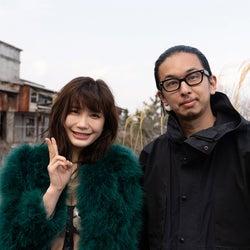 「クレイジージャーニー」×「スピリッツ」コラボ、小倉優香がグラビア撮影
