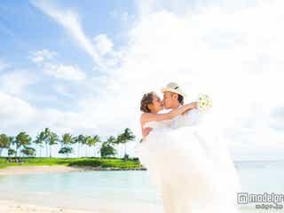 モデル武智志穂、夫とのキスショット披露 ハワイ挙式に完全密着