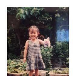 モデルプレス - 乃木坂46白石麻衣、幼少期の姿に「既に可愛い」「美人のルーツ」の声