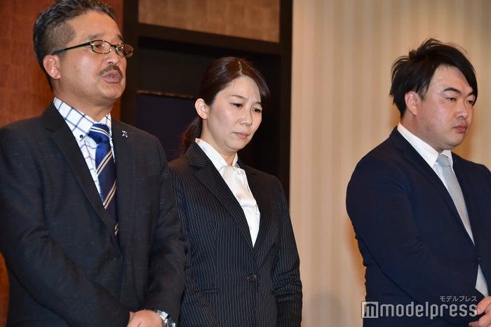 松村匠AKS運営責任者兼取締役、早川麻依子NGT48支配人、岡田剛副支配人 (C)モデルプレス
