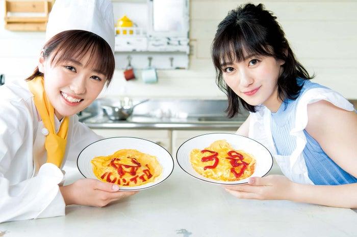 (左から)工藤遥、奥山かずさ(C)Takeo Dec./集英社