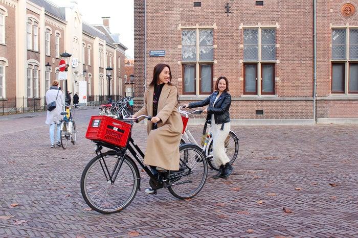 レンタル自転車に苦戦(提供写真)