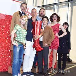 (後列左から)ひのあらた、勝矢(前列左から)ソニン、ジェリー・ミッチェル氏、小池徹平、三浦春馬、玉置成実(C)モデルプレス