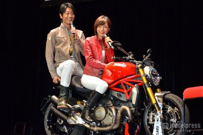 【左から】永井大、釈由美子
