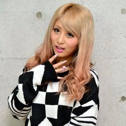 人気モデル、新曲で初登場1位獲得 イケメン彼氏と交際記念日インタビュー