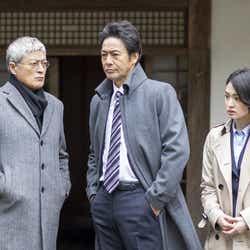 (左から)陣内孝則、村上弘明、剛力彩芽(C)テレビ東京