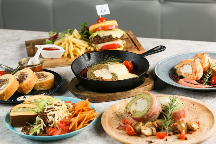 バジルや明太子などを生地に練り込んだ食事系ロールケーキ/画像提供:コズミックダイナー