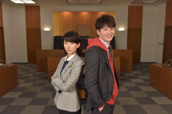 特別ドラマ企画「北風と太陽の法廷」に出演する波瑠、岡田将生(画像提供:日本テレビ)