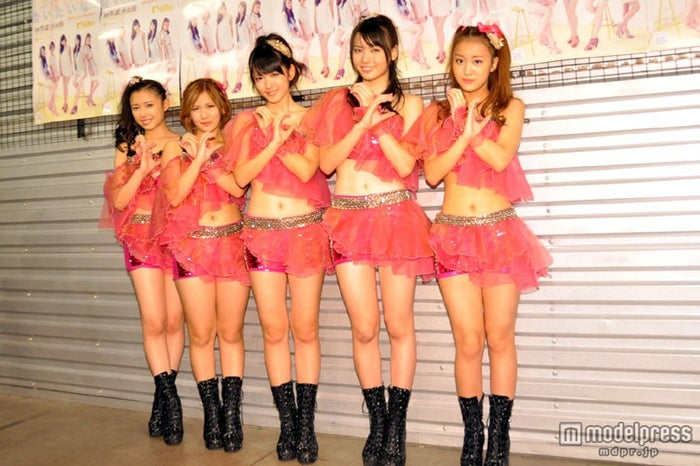 新曲発売イベントに登場した℃-ute(左から)中島早貴、岡井千聖、鈴木愛理、矢島舞美、萩原舞